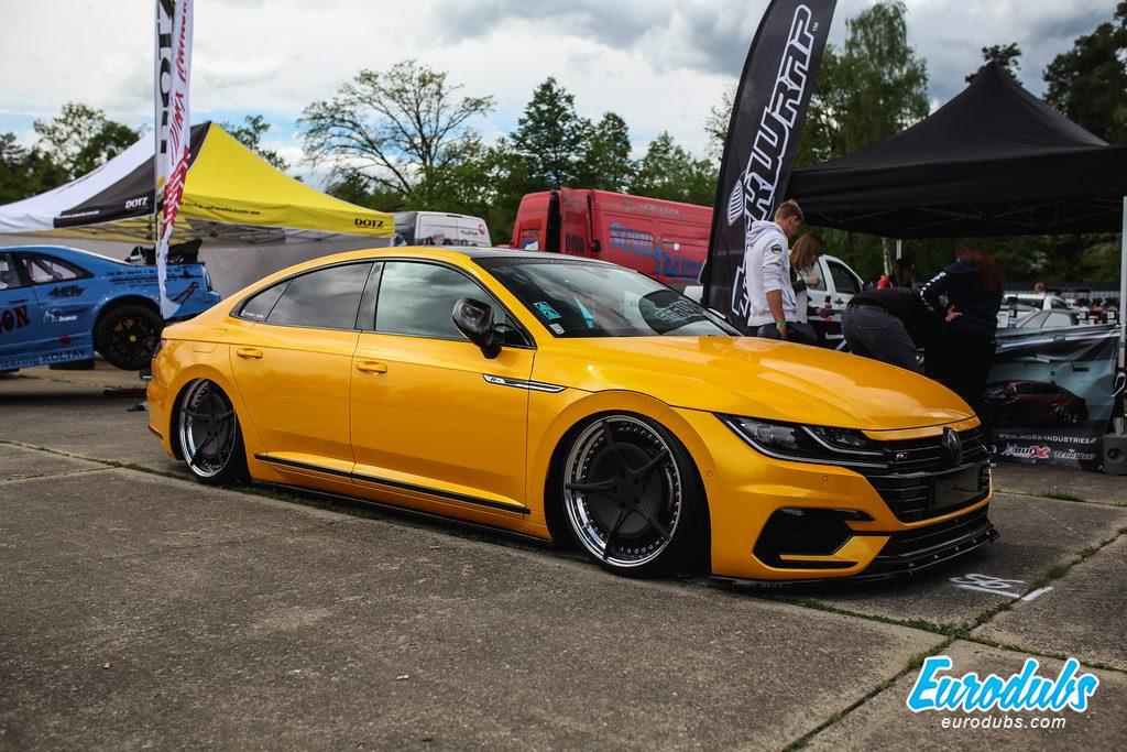 Yellow VW Arteon, Low Scty 2019, Graz Austria