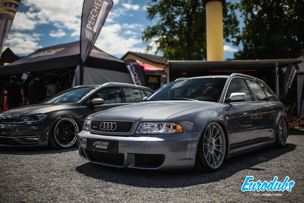 Audi RS4 B4 Variant stanced
